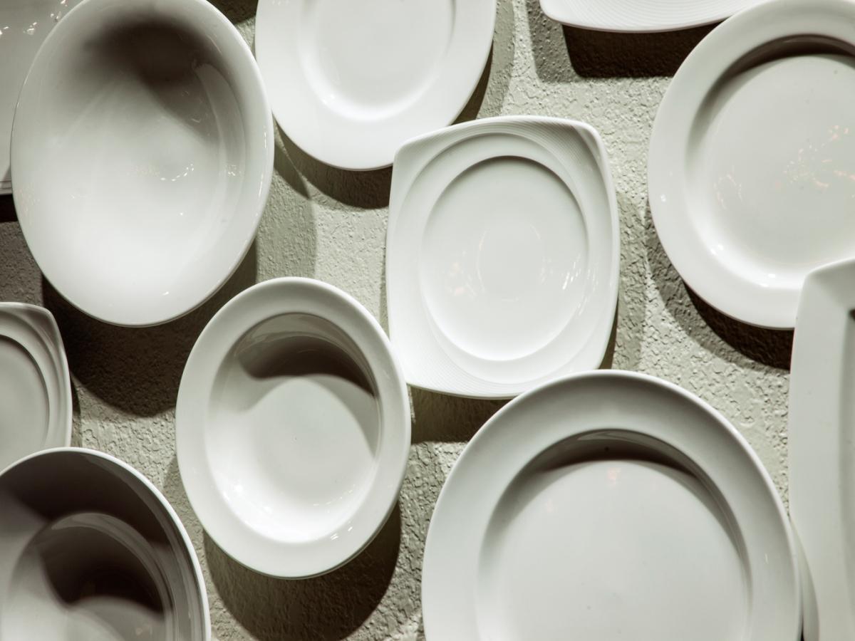 plates_wall